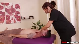 Experienced Hot MILF has a Special Relationship with her Clients - Massage Sex