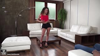 Horny Latina Wants Sperm on her Seductive Face!