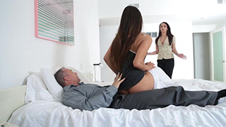 Angry Wife Caught her Husband Fucking That Slutty Teen in Their Bedroom